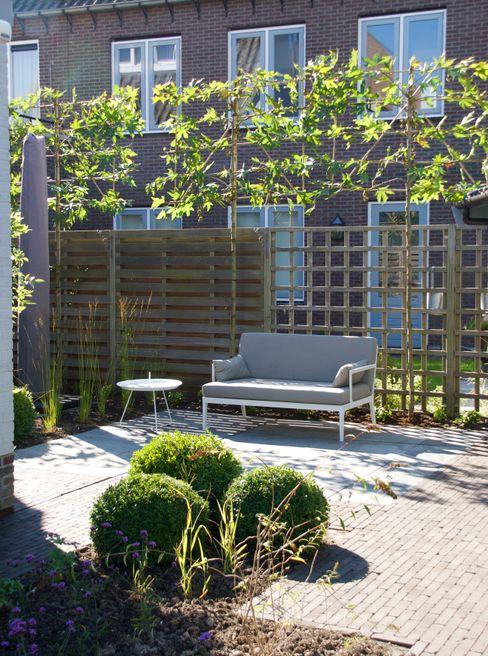 Buro Floris Jardines de estilo moderno