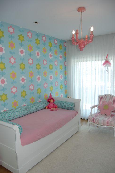 Critério Arquitectos by Canteiro de Sousa Nursery/kid's room