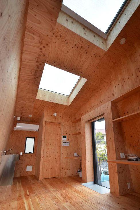 インテリア 関口太樹+知子建築設計事務所 モダンデザインの 多目的室 木 木目調