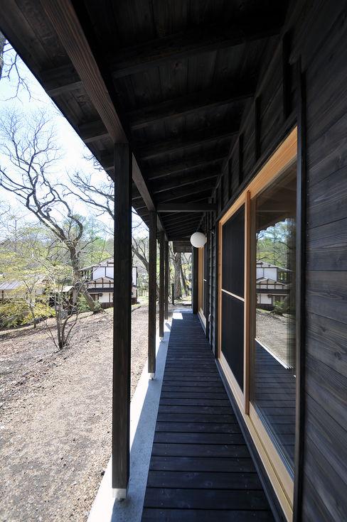 モリモトアトリエ / morimoto atelier Moderner Balkon, Veranda & Terrasse Schwarz