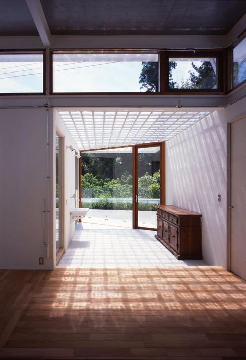 土の器:大網白里町の家 AIRアーキテクツ建築設計事務所 モダンデザインの 多目的室