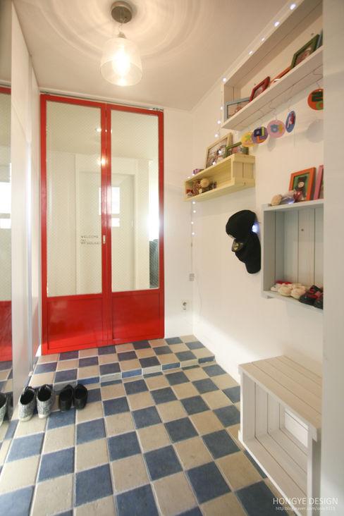 홍예디자인 Skandinavischer Flur, Diele & Treppenhaus