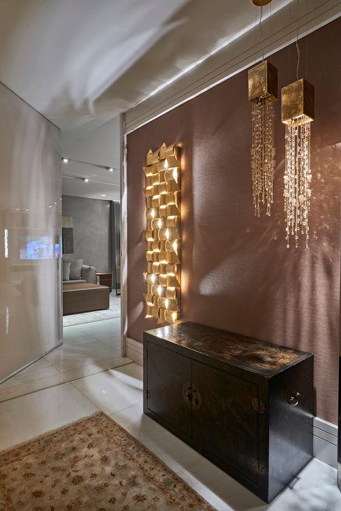 Isabela Canaan Arquitetos e Associados Modern corridor, hallway & stairs