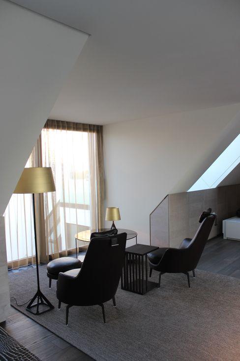 Wohnung E SMART LIVING GmbH Moderne Arbeitszimmer