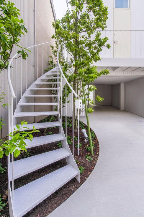 Nobuyoshi Hayashi Balkon, Beranda & Teras Modern