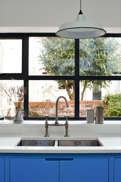 Industrial Kitchen With American Diner Feel homify 廚房 實木 Blue