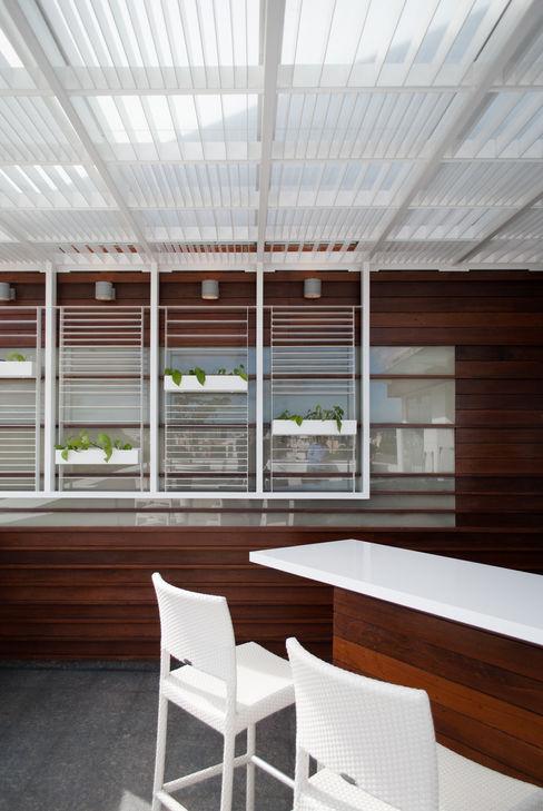 VODO Arquitectos Balkon, Beranda & Teras Modern