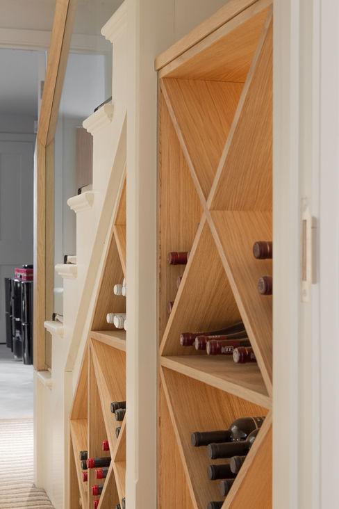 Wine rack at the Chelsea House Nash Baker Architects Ltd Bodegas de estilo clásico Madera