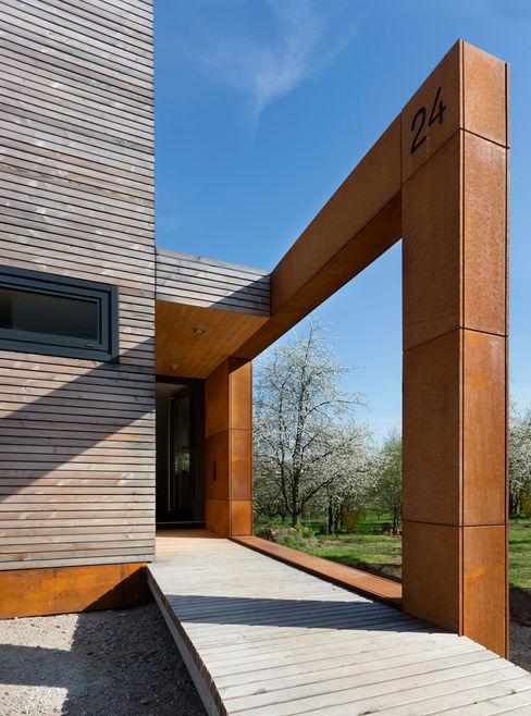 Cherry Blossom House (German Passivhaus) ÜberRaum Architects Modern corridor, hallway & stairs