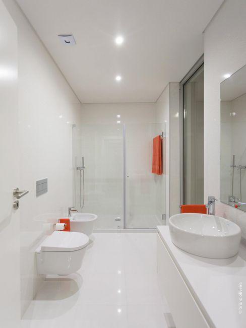 house 116 bo | bruno oliveira, arquitectura Ванна кімната Керамічні Білий