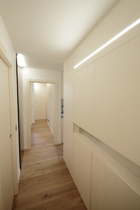 Progetti luigi bello architetto Moderner Flur, Diele & Treppenhaus