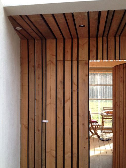 Mini/Maxi LAUS architectes Couloir, entrée, escaliers ruraux