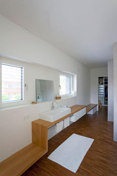 Hofmann Keicher Ring Architekten Ванная комната в стиле модерн