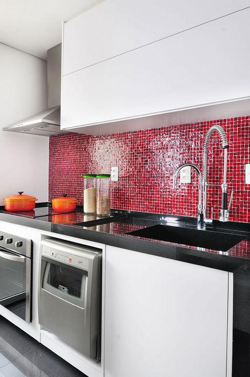 Mario Catani - Arquitetura e Decoração Kitchen Ceramic Red