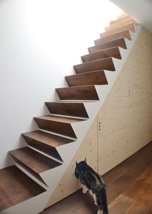 Ristrutturazione HENMADE Pasillos, vestíbulos y escaleras de estilo moderno