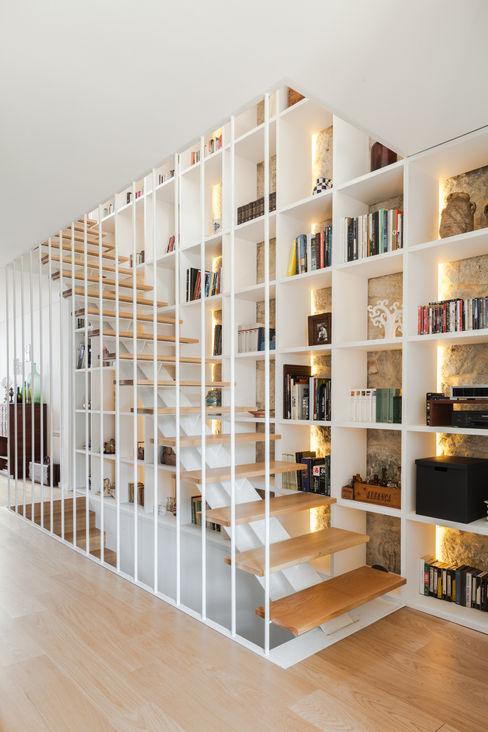 Floret Arquitectura Modern corridor, hallway & stairs