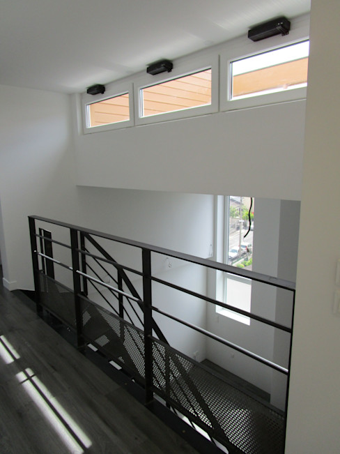 escalier métallique Paula Bianco Couloir, entrée, escaliers minimalistes
