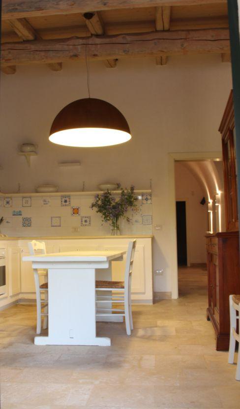 Masseria San Rocco cristina mecatti interior design Cucina in stile mediterraneo
