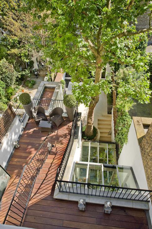 Outdoor balcony and terrace at Chester Street House Nash Baker Architects Ltd 클래식스타일 발코니, 베란다 & 테라스