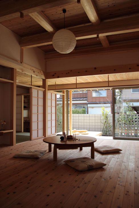尾脇央道(重川材木店) Asiatische Wohnzimmer