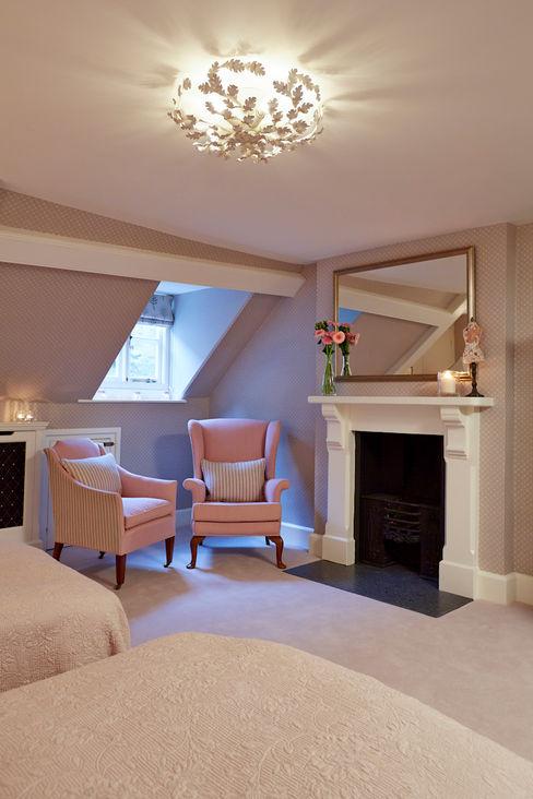 Guest Bedroom Four Etons of Bath Klassische Schlafzimmer Pink