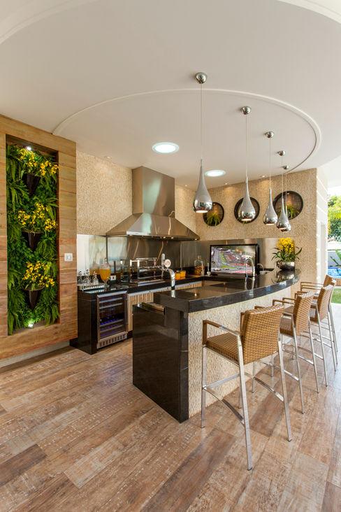 homify Balcone, Veranda & Terrazza in stile moderno Effetto legno