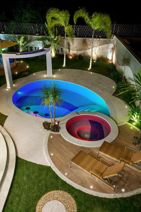 homify Moderne zwembaden