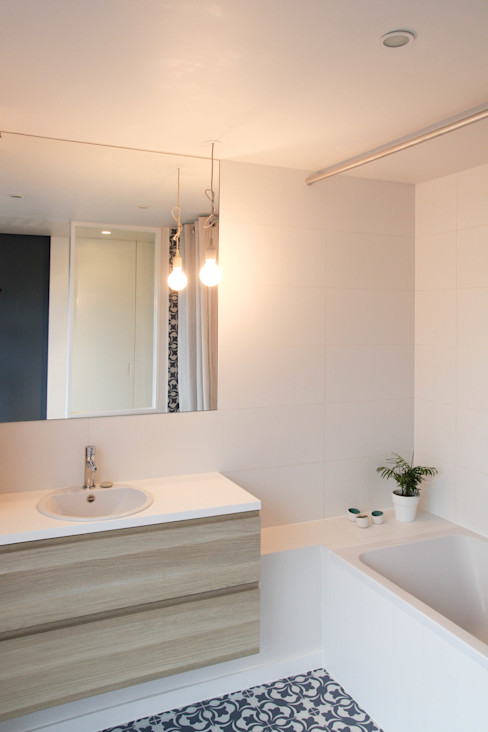 Rénovation d'un appartement bruxellois Alizée Dassonville   architecture Salle de bain moderne
