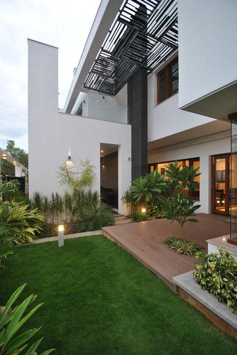 Mr & Mrs Pannerselvam's Residence Murali architects Modern balcony, veranda & terrace
