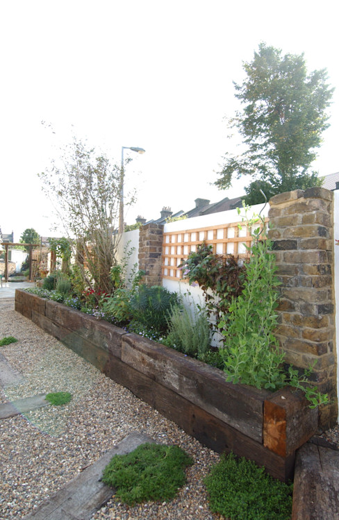Fruit and Vegetable Garden - East London Earth Designs Rustic style garden