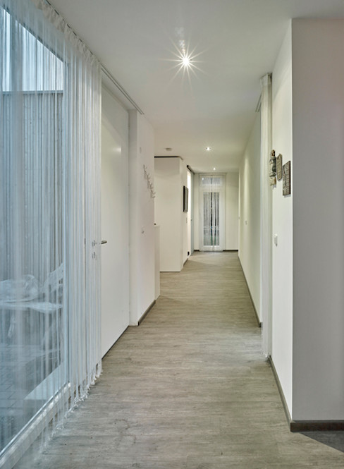 +studio moeve architekten bda Minimalist corridor, hallway & stairs