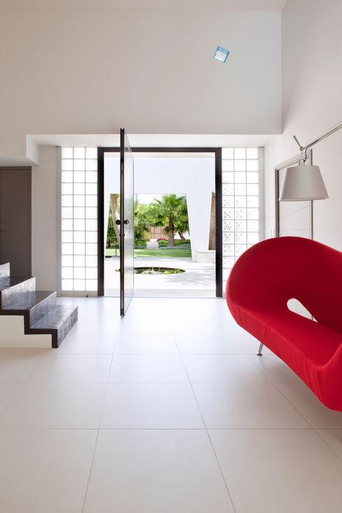 Villa C1 frederique Legon Pyra architecte Couloir, entrée, escaliers minimalistes