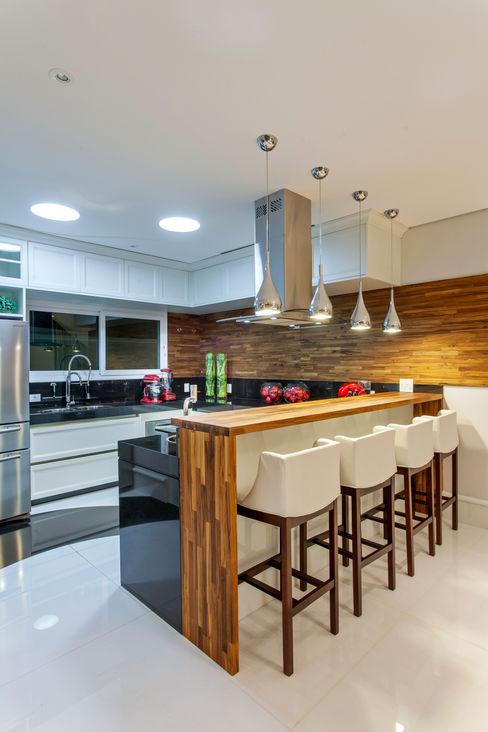 homify Cocinas de estilo moderno Madera Acabado en madera