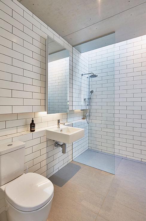 Modular Home in Berry, NSW Modscape Holdings Pty Ltd Baños de estilo minimalista Blanco