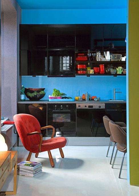 Blau-schwarze Küche im Retro-Stil Baltic Design Shop Ausgefallene Küchen Schwarz