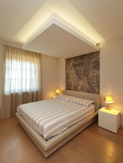 VILLA A GUARENE architetto roberta castelli Camera da letto moderna