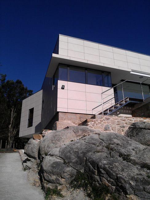 Alzados sur y oeste MIGUEL VARELA DE UGARTE, ARQUITECTO Casas de estilo moderno