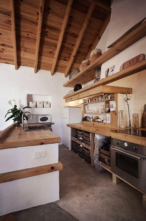 pedro quintela studio Cocinas de estilo rústico Madera Blanco