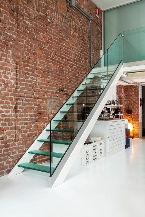 Progetto studio mamo Modern corridor, hallway & stairs