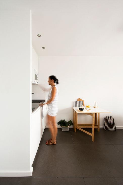 Reforma de apartamento en Alicante V+M ARQUITECTOS Cocinas de estilo escandinavo