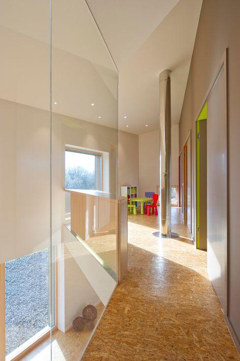 Maison passive Servais - Van de Veken artau architectures Couloir, entrée, escaliers minimalistes
