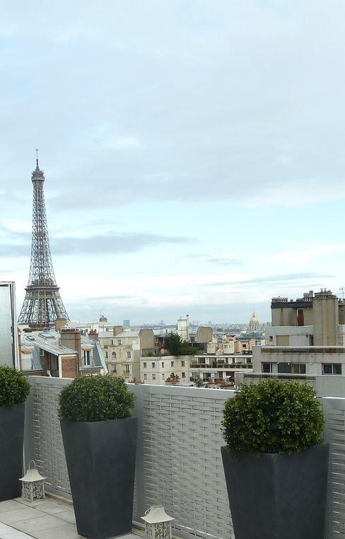 homify Balcon, Veranda & Terrasse modernes Aluminium/Zinc Gris