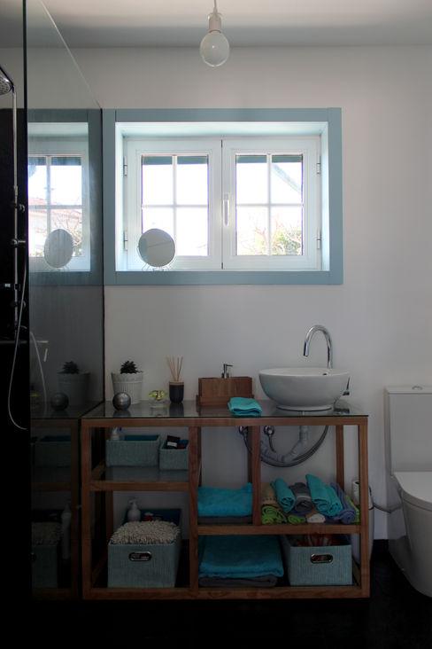 crónicas do habitar Minimalist bathroom
