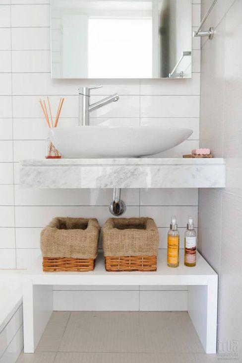 Trua arqruitectura BathroomShelves