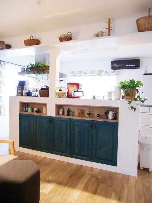 キッチンその1 株式会社TERRAデザイン カントリーデザインの キッチン 木 緑