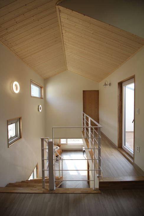 봄 하우스플랜 Modern corridor, hallway & stairs