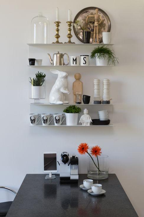 Lausanne, Switzerland Wesley Rex KitchenCabinets & shelves