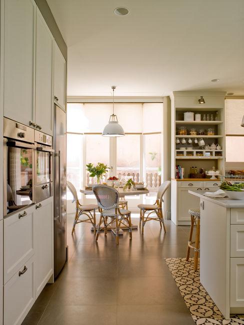 Office afrancesado DEULONDER arquitectura domestica Cocinas de estilo clásico Blanco