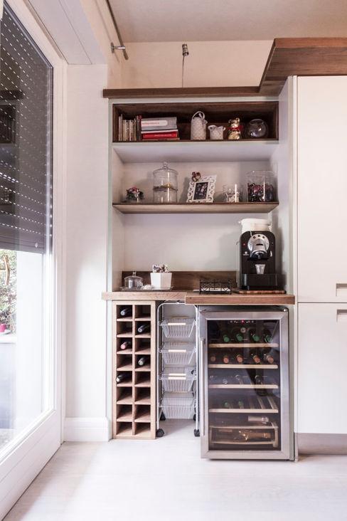 Appartamento Residenziale - Monza - 2013 Galleria del Vento CucinaContenitori & Dispense Legno massello Bianco