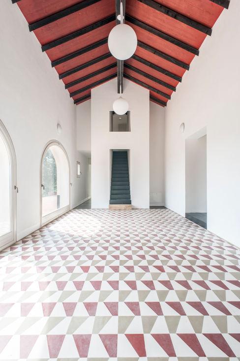 Borgo Merlassino & Mosaic del Sur cement tiles homify Hotels Tiles White